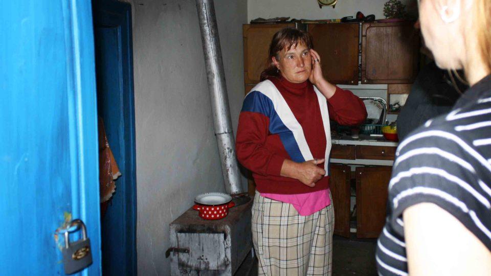 Budějovická charita pomáhá rumunským rodinám na hranici chudoby