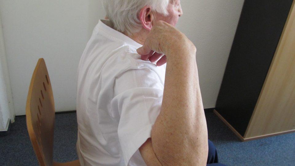 6. Důležité je mít při cvičení narovnaná záda
