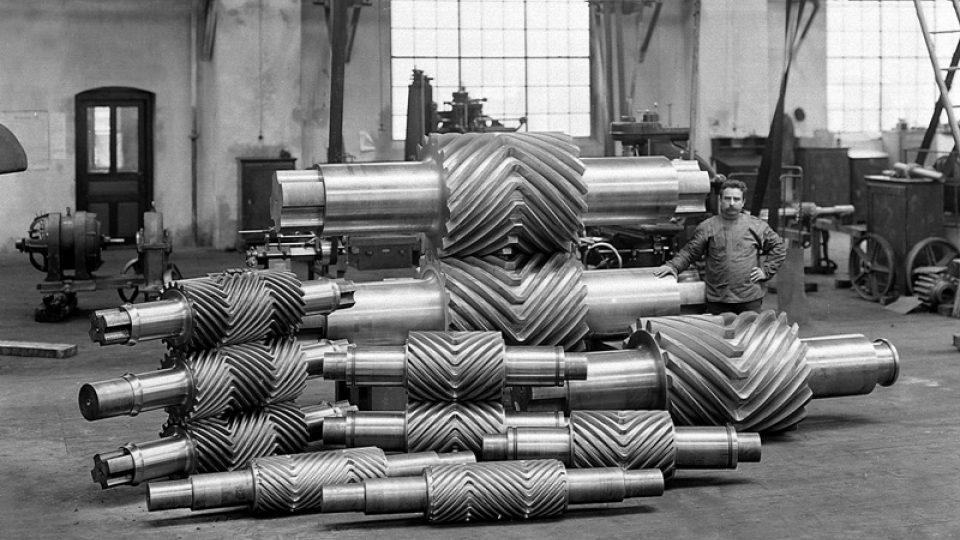 Historická fotografie výrobků z dílny Škody