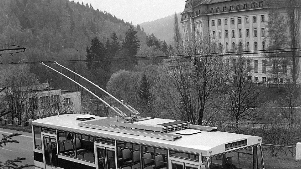 Historická fotografie trolejbusu z dílny Škody