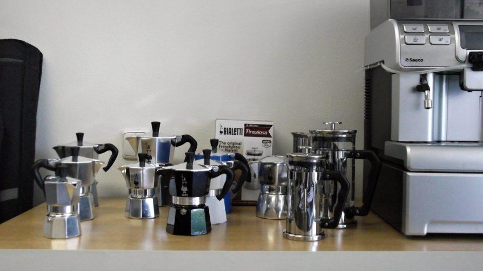 Dobrou kávu si lidé mohou uvařit i tam, kde automat není
