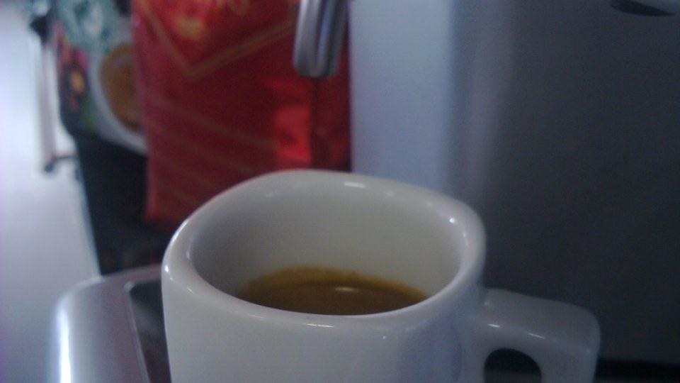 Káva v kanceláři bývá často lepší než ta, kterou koupíte v restauraci