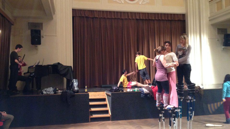 Cirkusový workshop v divadle Psychiatrické léčebně Bohnice