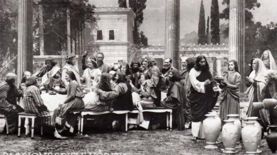Hořické pašijové hry. Scéna Svatba v Káně Galilejské, 1923
