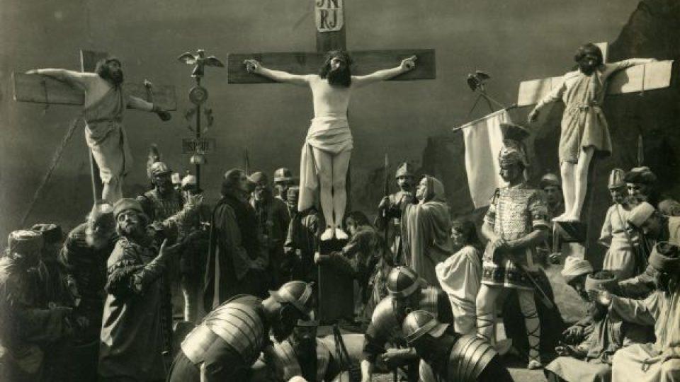 Hořické pašijové hry. Scéna Ukřižování Krista, 1923