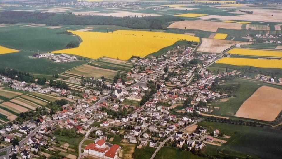 Pohled na Píšť - letecký záběr
