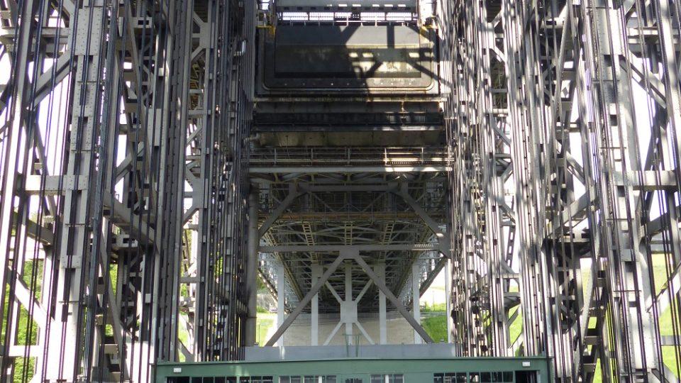 Vybudovat z 14 tisíc tun oceli lodní zdviž trvalo pouhých sedm let