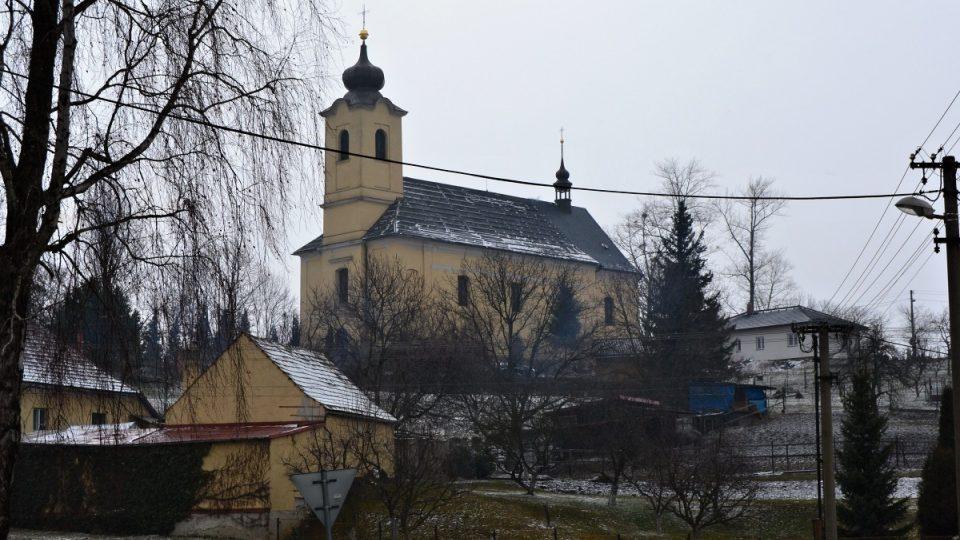Římskokatolický kostel v Jistebníku začali farníci stavět v květnu roku 1808 a v říjnu roku 1812 byl vysvěcen apoštolům Petru a Pavlovi