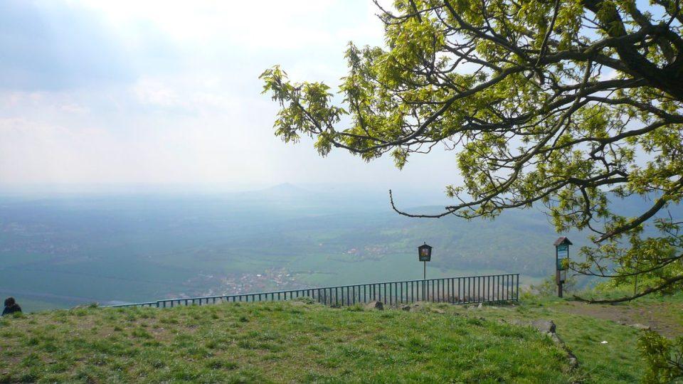Výhled z vrchu Lovoše