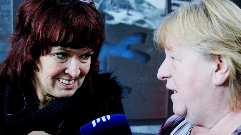 Eva Peterková, autorka Hornické kuchařky (vpravo)