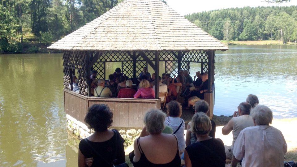 Začátkem letních prázdnin se lesem v česko-rakouském pohraničí rozezní typická hudba