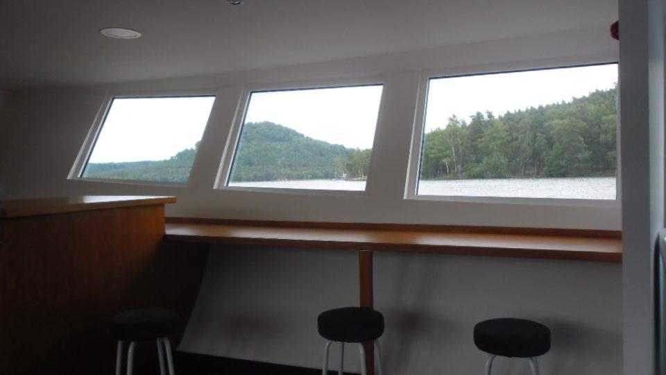 Na dolní palubě lodi Máj
