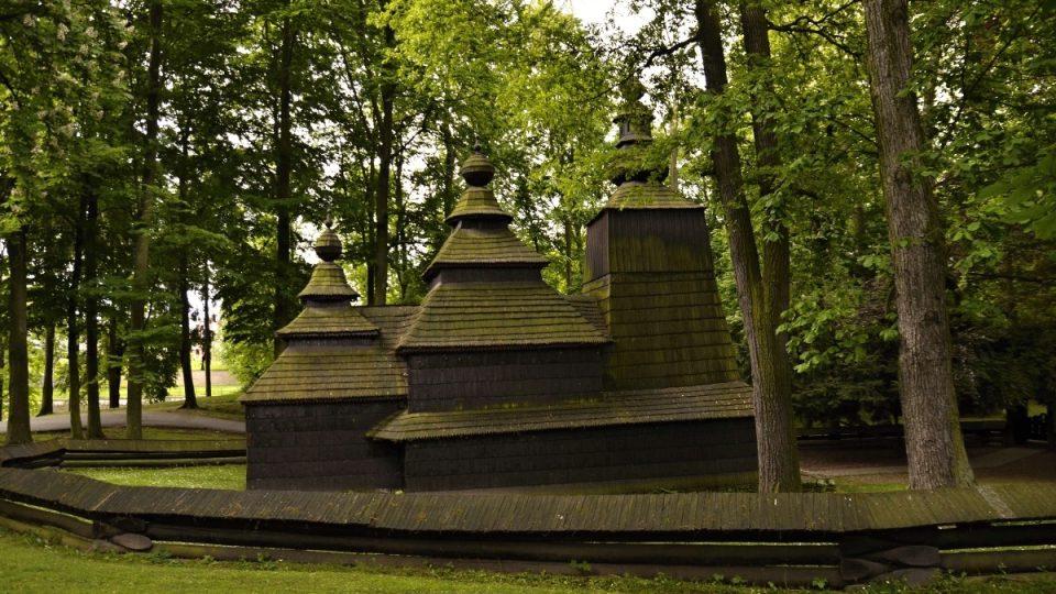 Dřevěný kostel v Jiráskových sadech v Hradci Králové