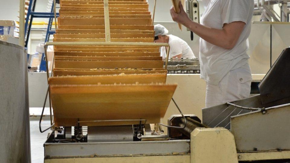 Stroj na výrobu plochých vaflí