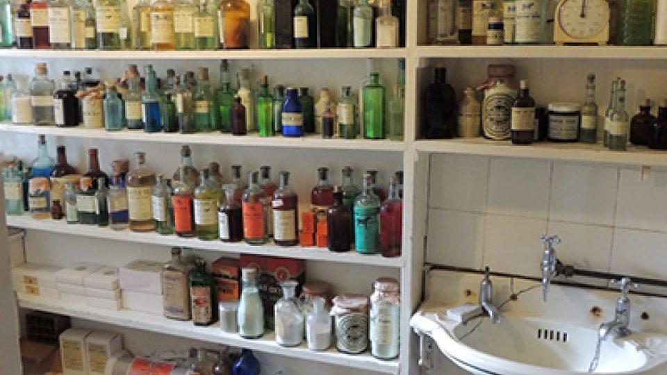 Po čichu nemůžete v muzeu Jamese Herriota minout místnost, ve které si slavný veterinář míchal své vlastní zázračné přípravky