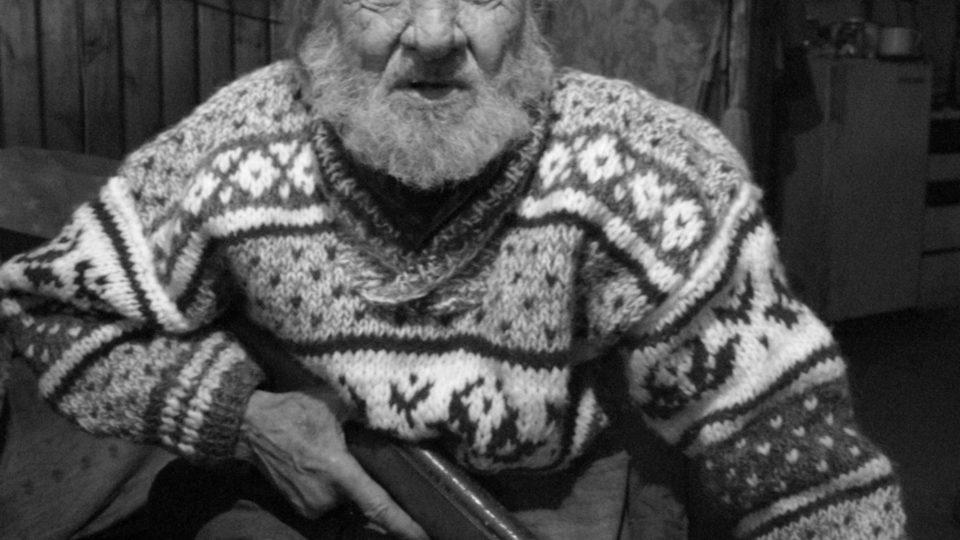 Rudolf Bělohoubek s puškou