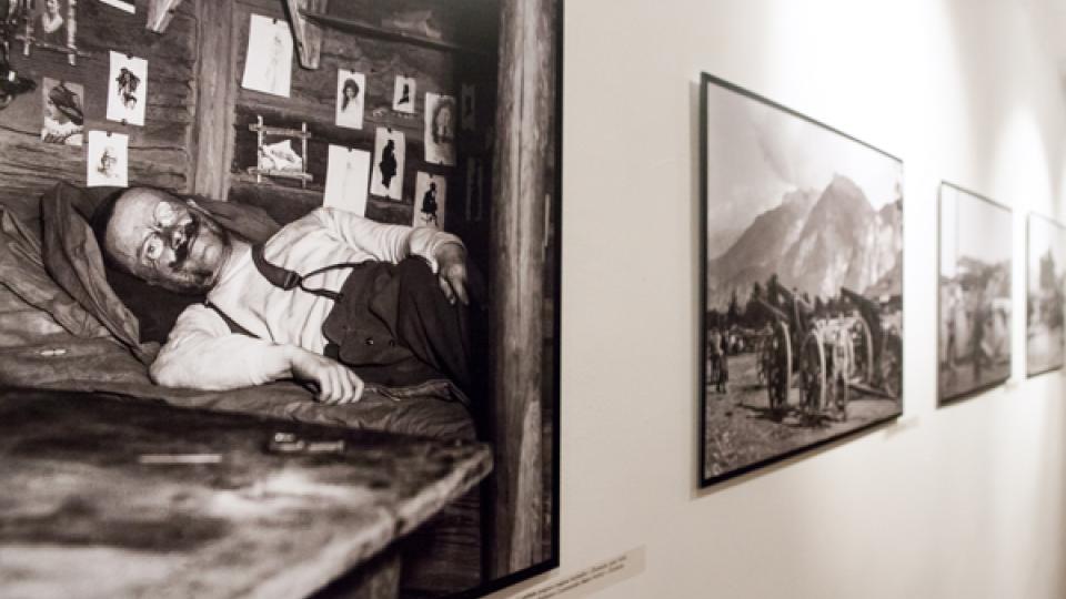 Výstava Fotografové války je putovní a nyní je do 8. srpna 2014 ke zhlédnutí v Českém centru Praha