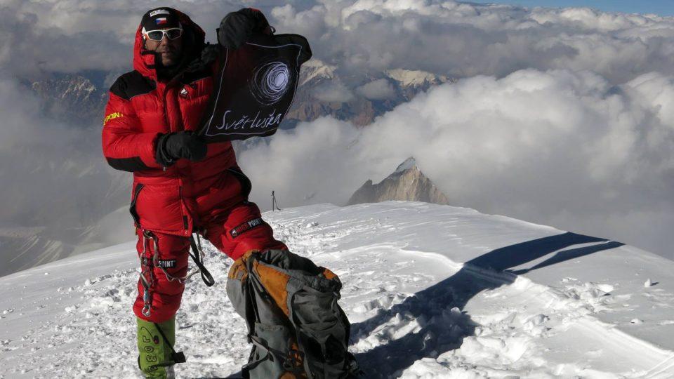 Radek Jaroš zdolal druhou nejvyšší horu světa K2. I s vlajkou Světlušky