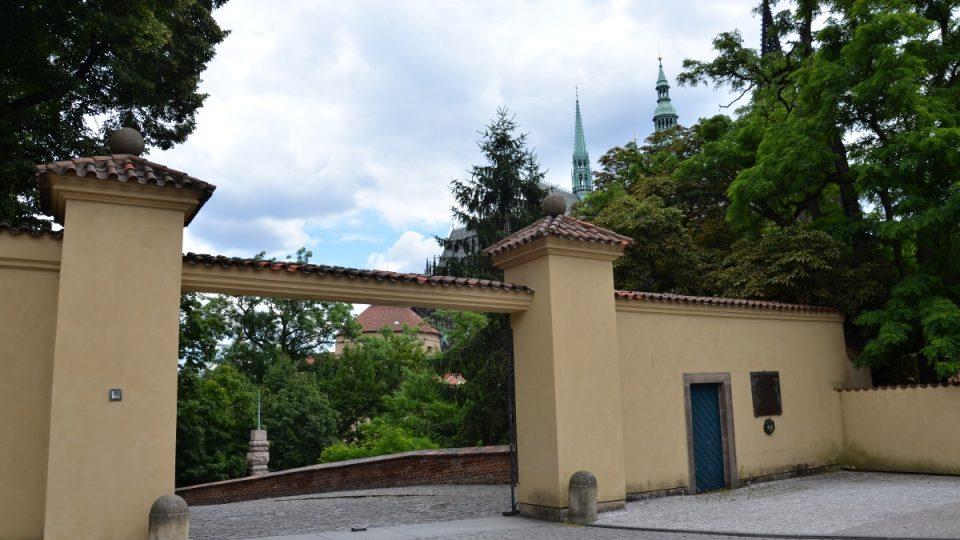 Vstup do Královské zahrady Hradu, součástí které je Nová Oranžérie