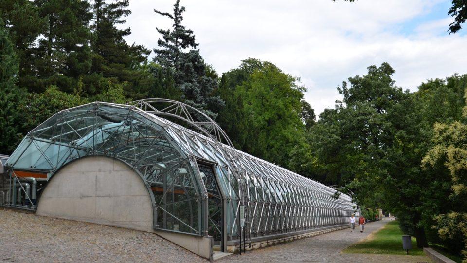 Moderní konstrukci navrhla světoznámá česko-britská architektka Eva Jiřičná