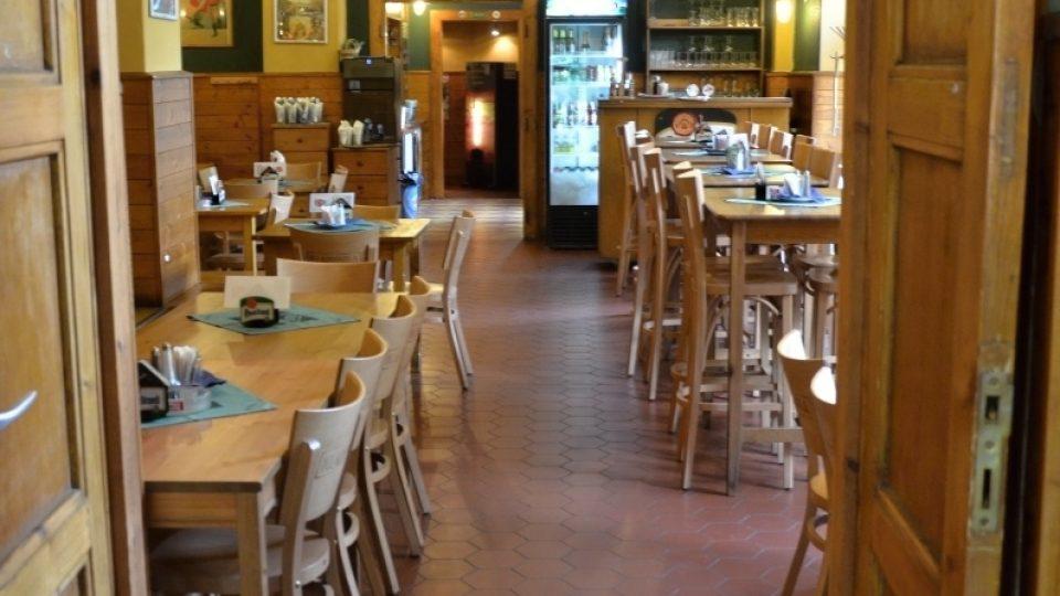Pohled napříč restaurací Klamovka