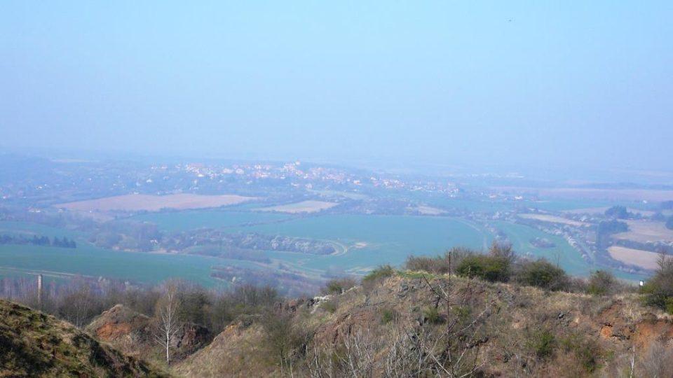 Z vrcholu hory je vidět Kladno