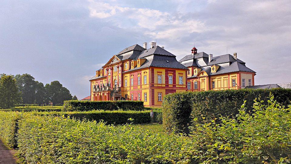 Chroustovický pozdně barokní zámek s parkem