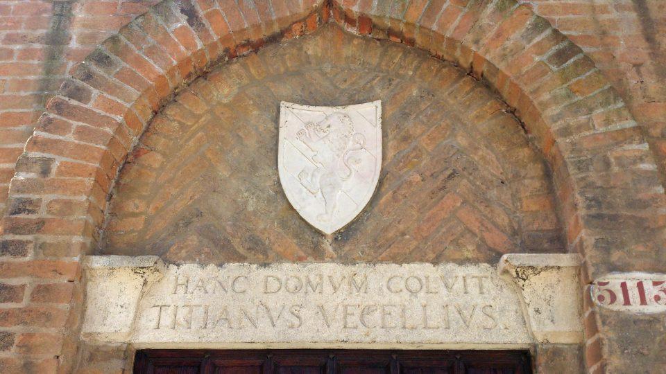 Portál do Tizianovy benátské zahrady s detailem