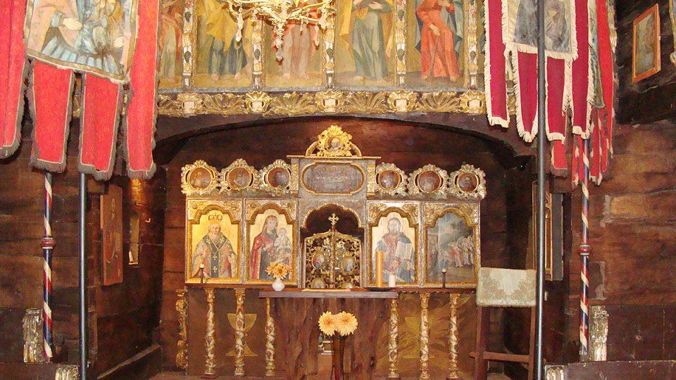 Interiér kostela Všech svatých v Dobříkově