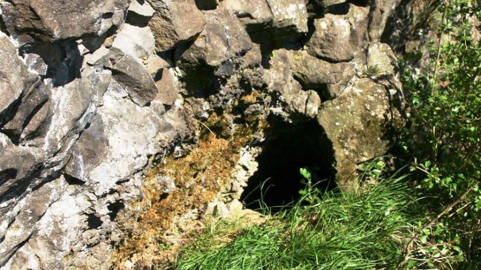 Lávový tunel na Troskach