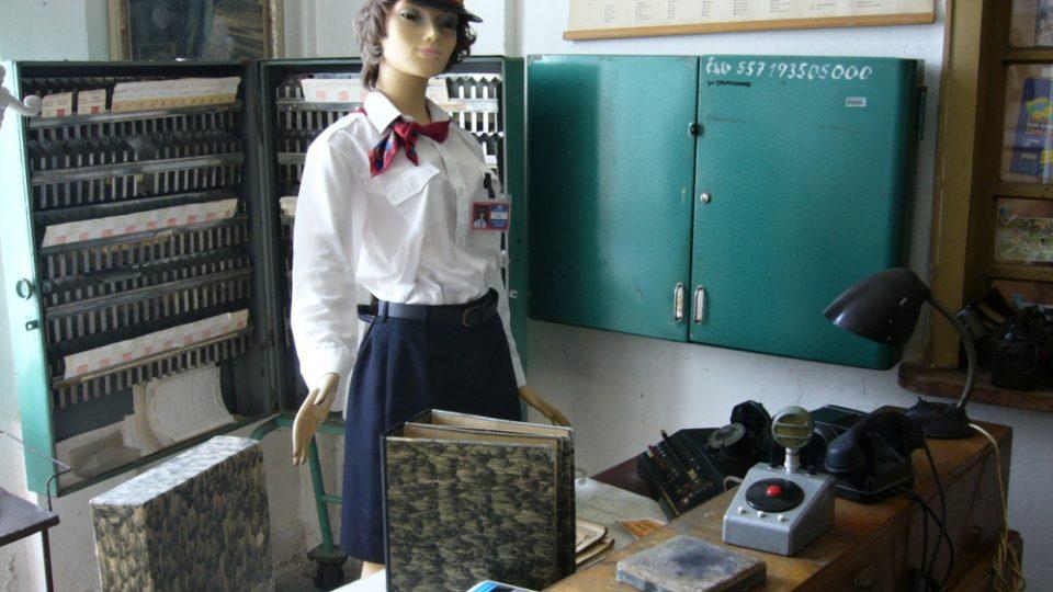 Expozice na nádraží v Jablonném v Podještědí, uniforma výpravčí