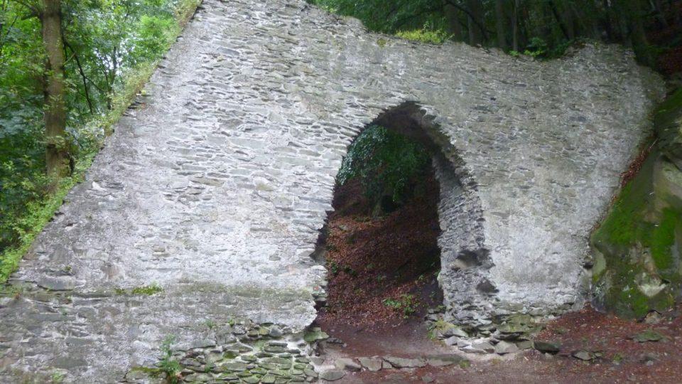 První brána k hradu Bezděz