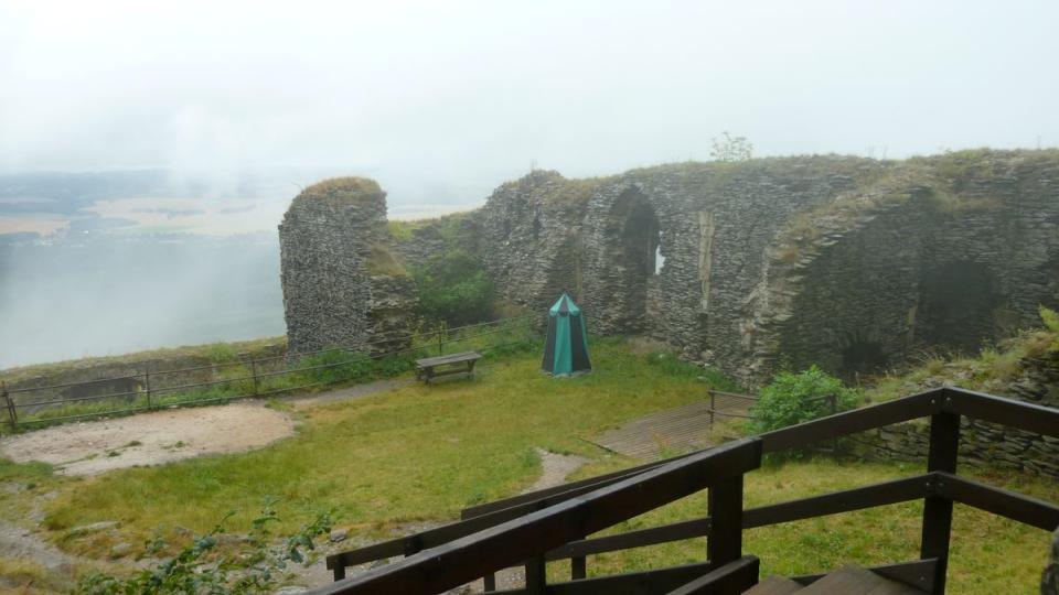 Výhled z hradu Bezděz je jednoduše překrásný