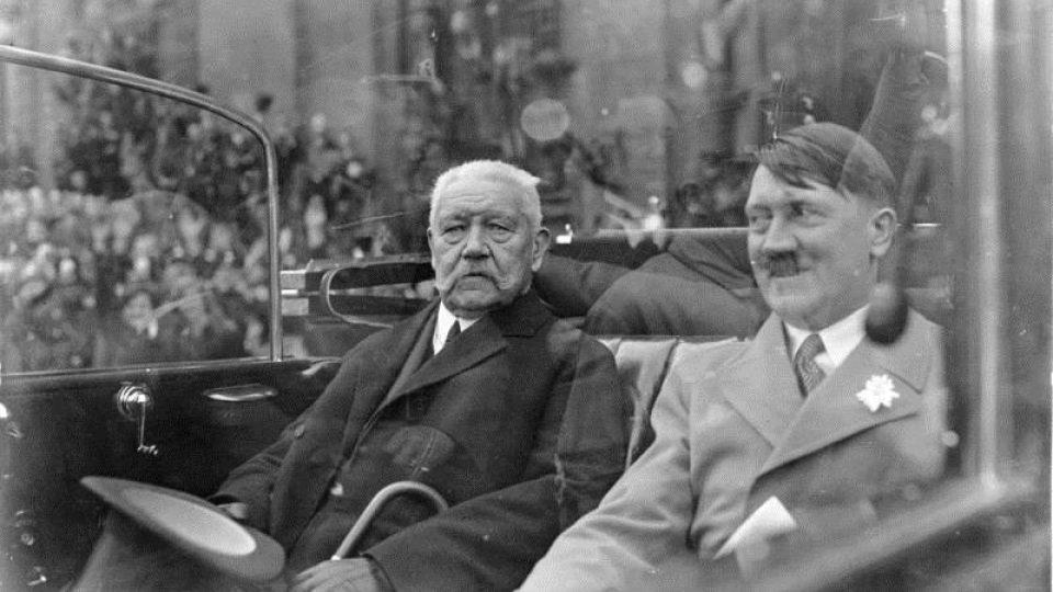 Paul von Hindenburg a Adolf Hitler v Berlíně v roce 1933