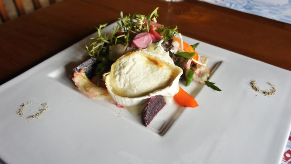 Salát z pečené červené řepy