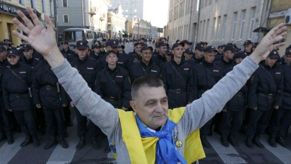 Tisíce lidí v Moskvě protestovaly proti ruské účasti v bojích na Ukrajině