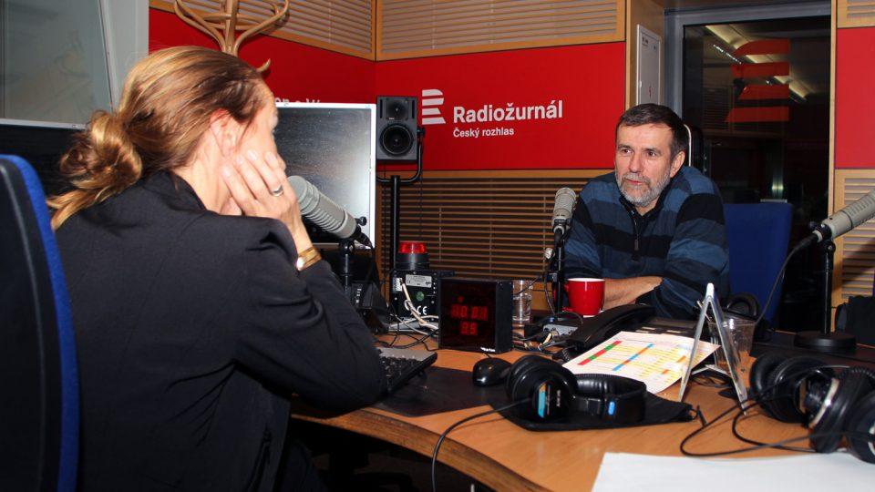 Spisovatel Vlastimil Vondruška odpovídal na otázky Lucie Výborné
