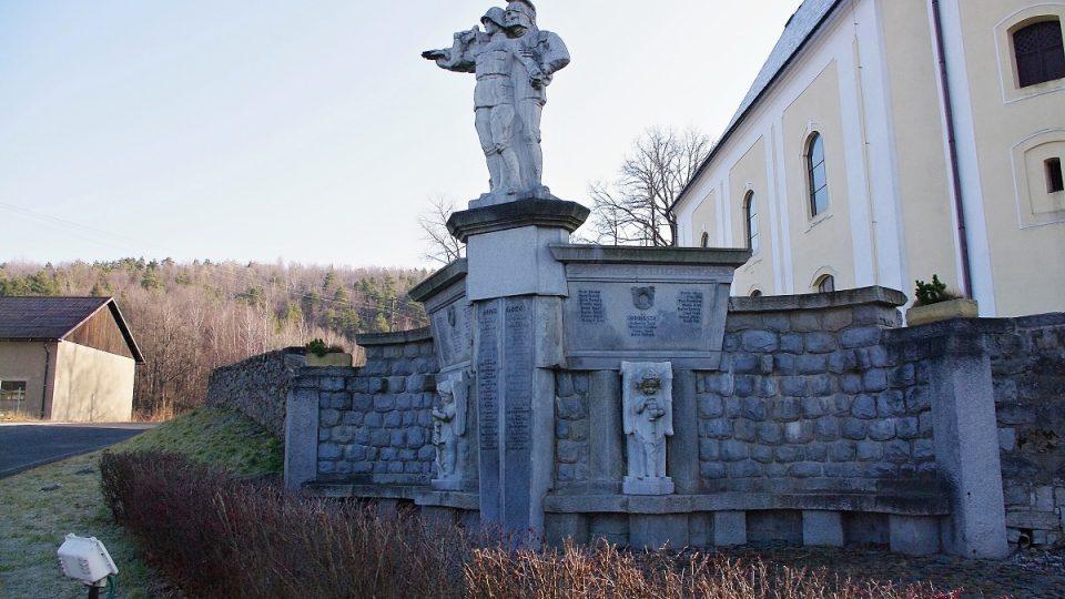 Pomník padlých ve Staré Červené Vodě