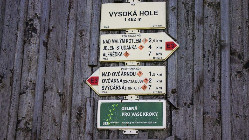Turistická trasa vede přes vrchol už od konce 19 století