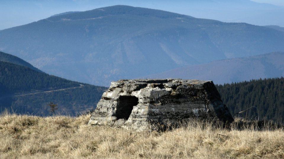 Základ pro někdejší německý radar na vrcholu Vysoké hole