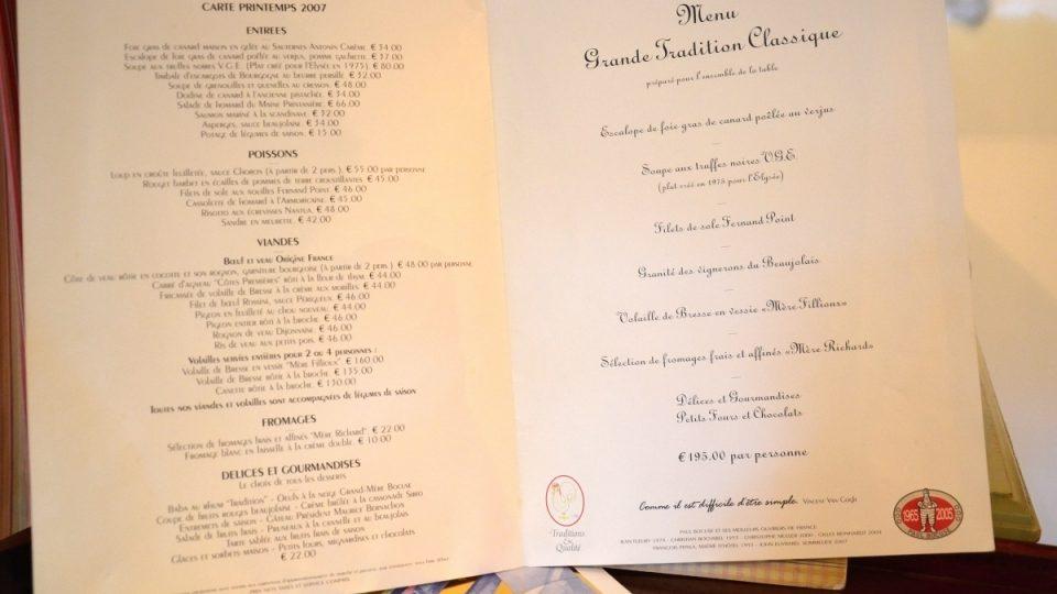 Detail jídelníčku Paula Bocuse, francouzského šéfkuchaře, ceněného za vysokovou kvaitu restaurací a inovativní přístup