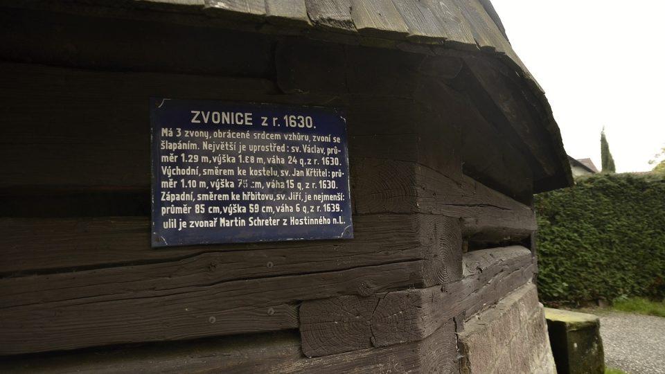 Dřevěná zvonice v Rovensku pod Troskami