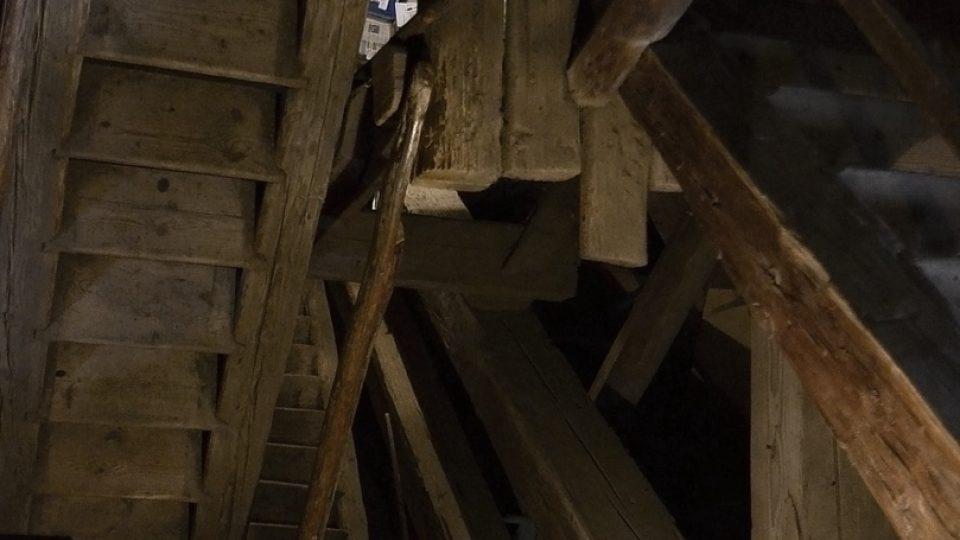 Schodiště dřevěné zvonice