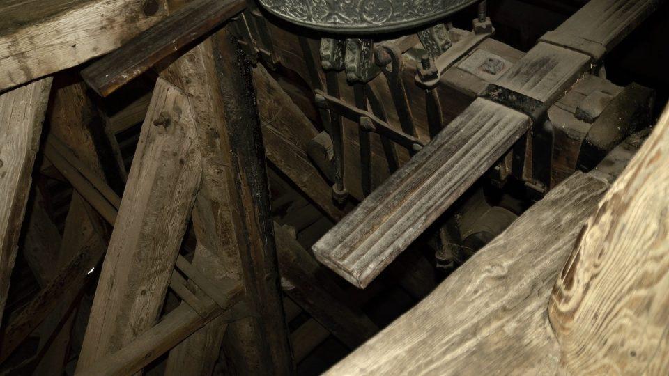 Zvony s pedály pro zvoníky