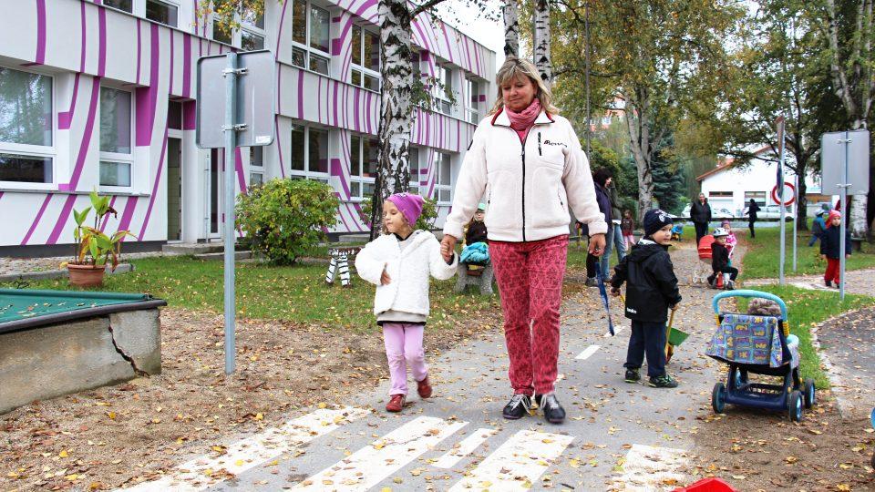 Adélka s učitelkou Evou Bartuškovou