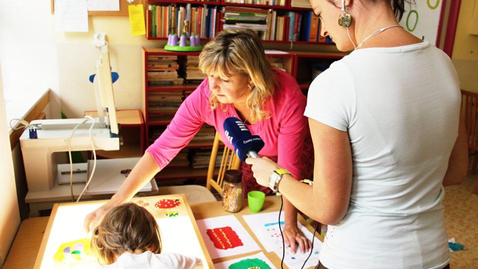 Adélka s paní učitelkou Evou Bartuškovou