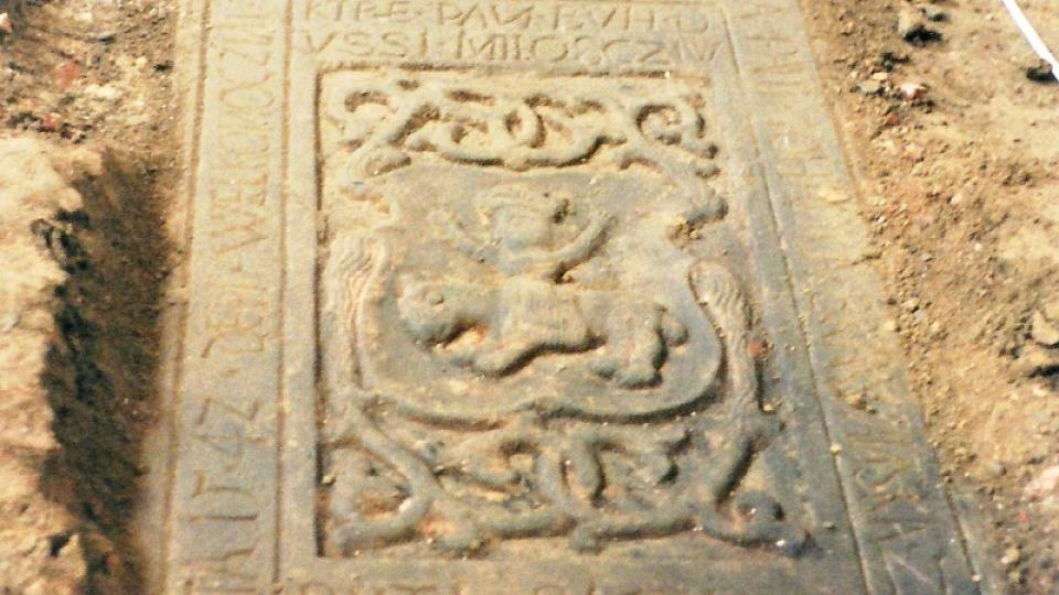 Nalezený náhrobní kámen z roku 1542