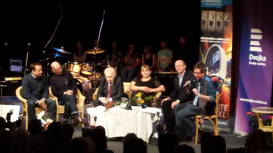 (Ne)viditelní herci se sešli u Aleše Cibulky a byli odměněni za svou práci v rozhlasových hrách