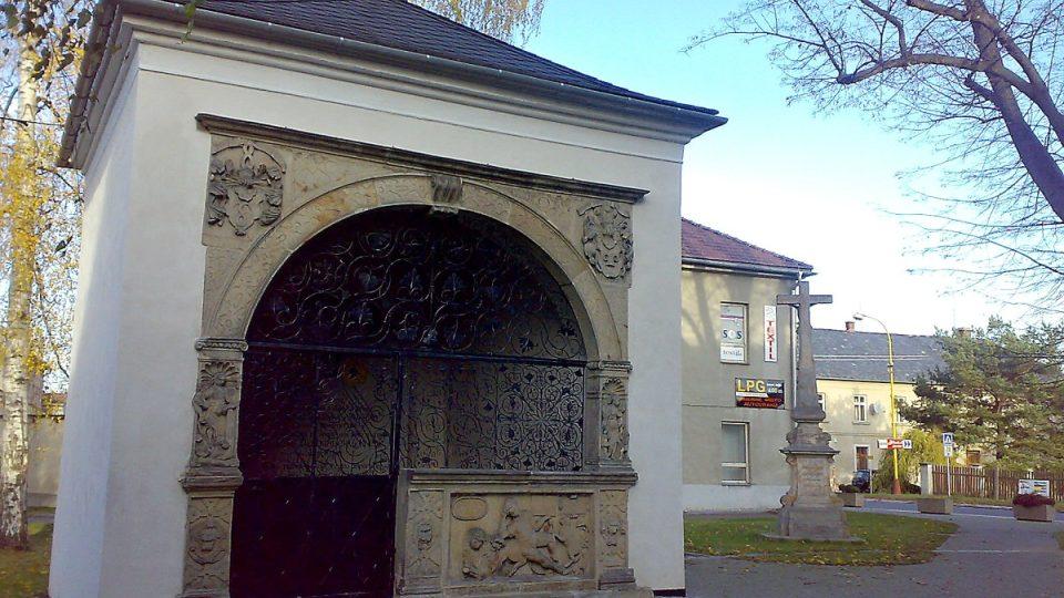 Hrobka rodu Bukůvků v Postřelmově