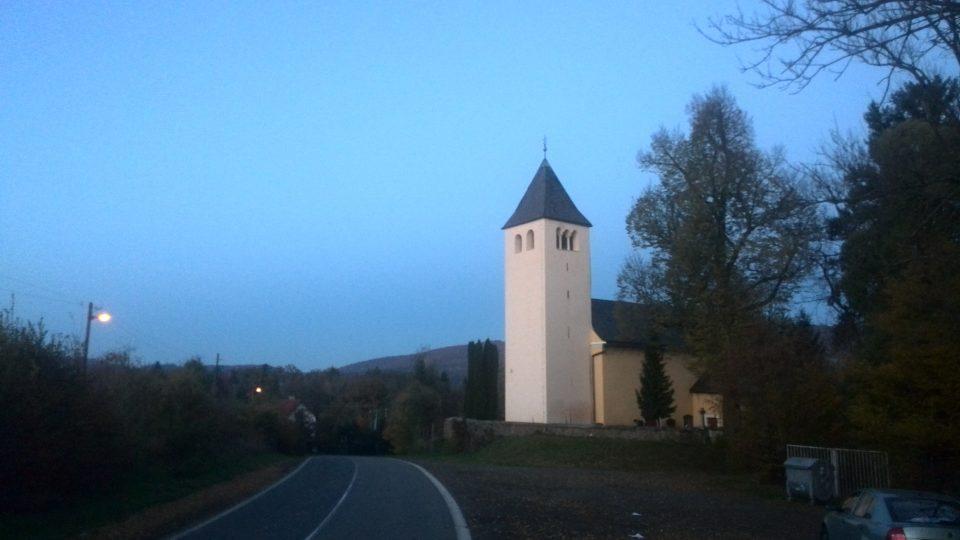 Kostel v Pařížově